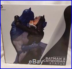 Hush BATMAN CATWOMAN KISS STATUE NEW! Dark Knight DC COMICS Bust Figure Superman