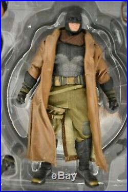 Mezco Toyz One12 Collective Batman v Superman Knightmare Batman DC 2017
