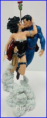 SUPERMAN / WONDER WOMAN Holiday Kiss Mini Statue NIB BRAND NEW