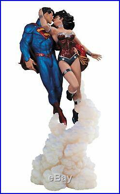 SUPERMAN WONDER WOMAN KISS STATUE NEW! JIM LEE Justice 12 DC COMICS Bust Figure