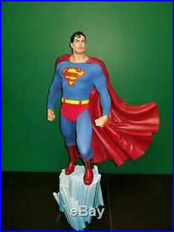 Sideshow DC Superman Premium Format 1/4 Scale Fine Art Statue