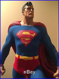 Superman Premium Format Figure Regular Edition #940/5000 Sideshow