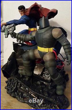 Superman Vs Batman Statue The Dark Knight Returns Cracked Foot DC Comics